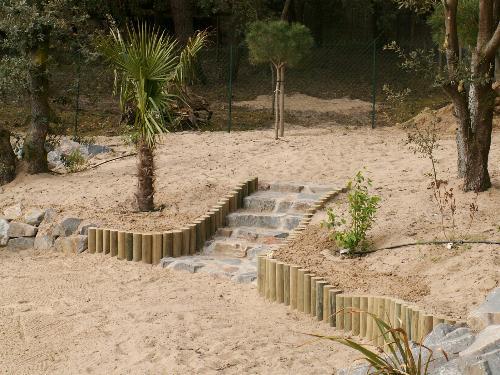 Escalier lerouvillois s am nagement de jardins for Escalier bois jardin