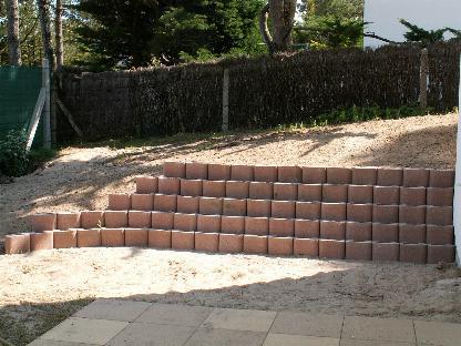 Enrochements et retenues lerouvillois s am nagement de jardins - Bloc beton pour talus ...